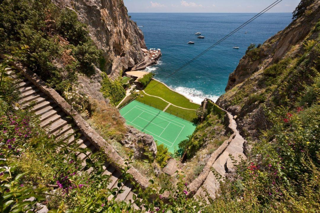 Non solo Wimbledon: i 10 campi da tennis più spettacolari al mondo