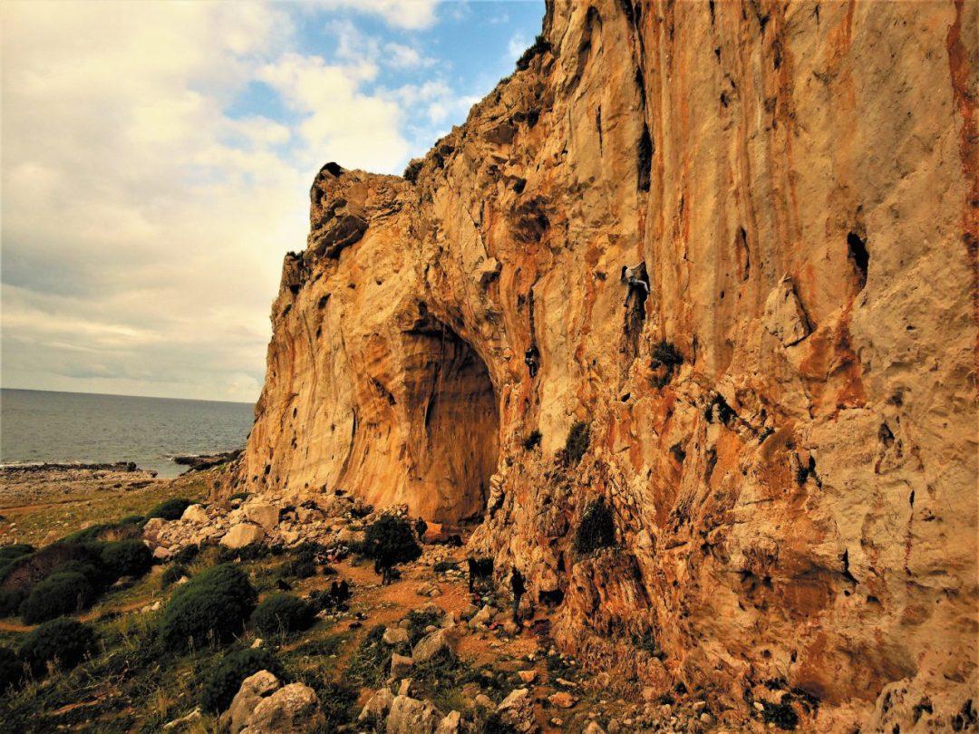 Sicilia: un tuffo in falesia