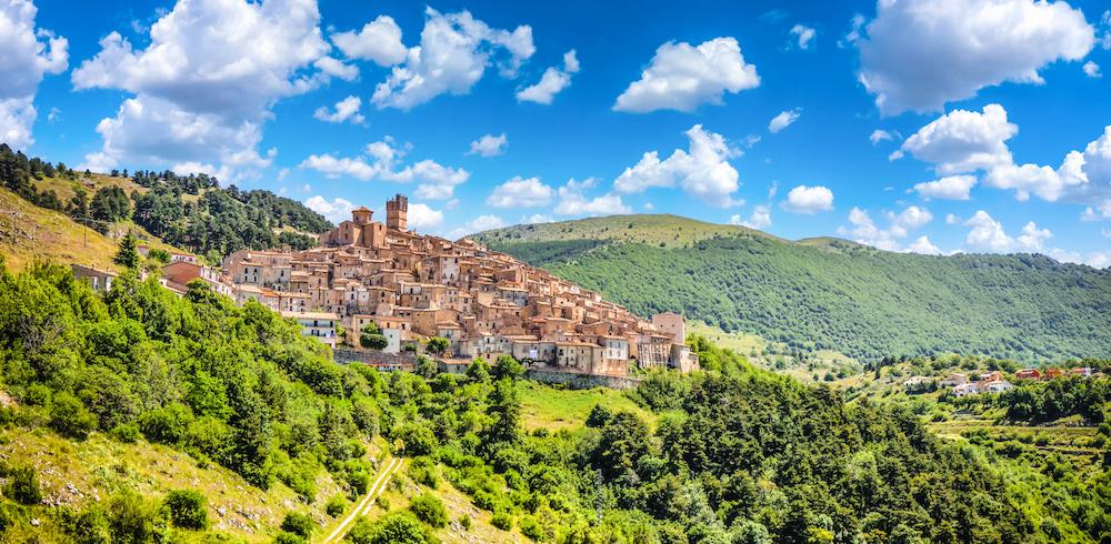 Meditazione e Vinyasa Flow Yoga a Castel Del Monte