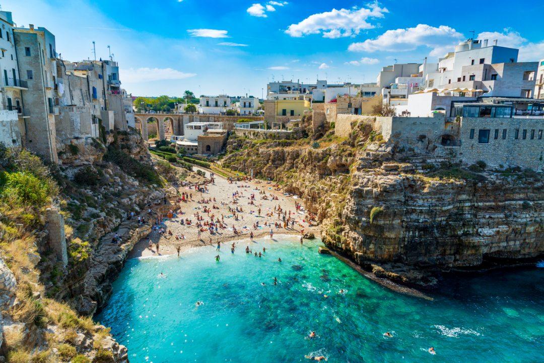 Tra le spiagge più belle di Polignano a Mare c'è Lama Monachile