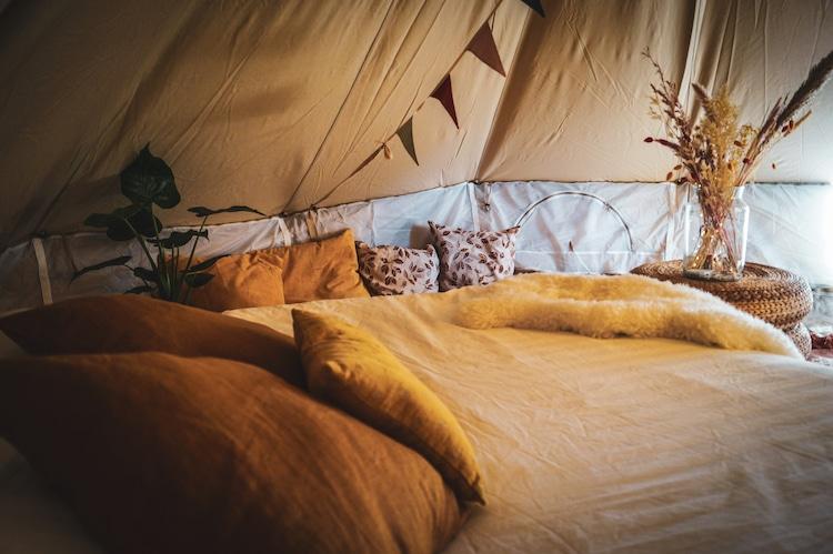 """In Belgio c'è un """"campeggio"""" in mezzo al lago, per un'esperienza unica"""