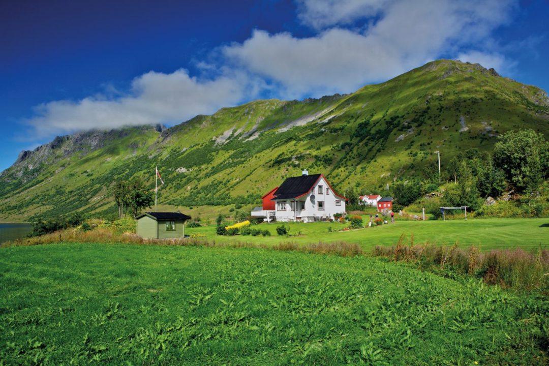 Isole Lofoten: il paradiso è a Nord. Avventura tra fiordi spettacolari e scogliere da vertigini