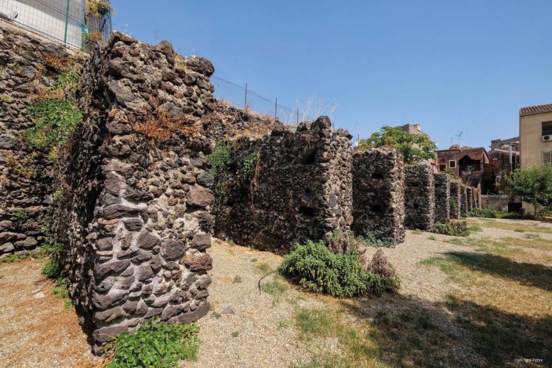 Bastione degli Infetti e mura di Carlo Vl, Catania
