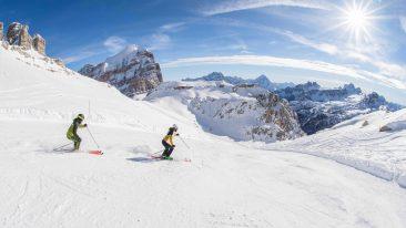 Dopo un anno di assenza dalle piste si torna a sciare nel comprensorio di Dolomiti Superski: apertura impianti e novità, ecco cosa aspetta gli sciatori