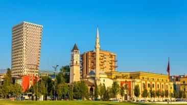 Tirana è capitale europea della gioventù, ecco cosa vedere e fare in città