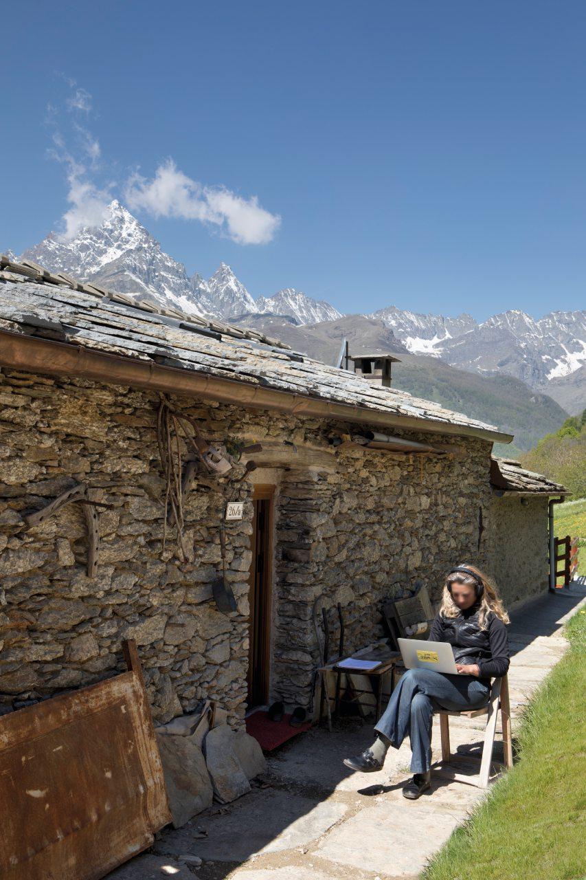 Cambiare vita: miracolo a Ostana, il borgo piemontese ripopolato