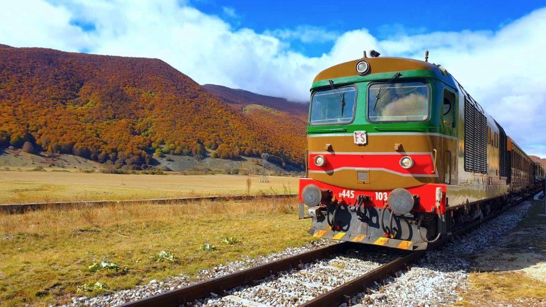 Treni del foliage: i colori dell'autunno visti dal finestrino