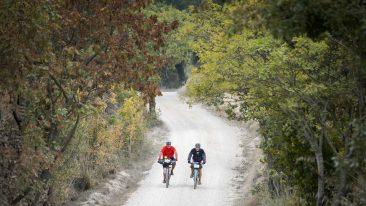 gravel mania: eventi d'autunno in italia per gli amanti della bici