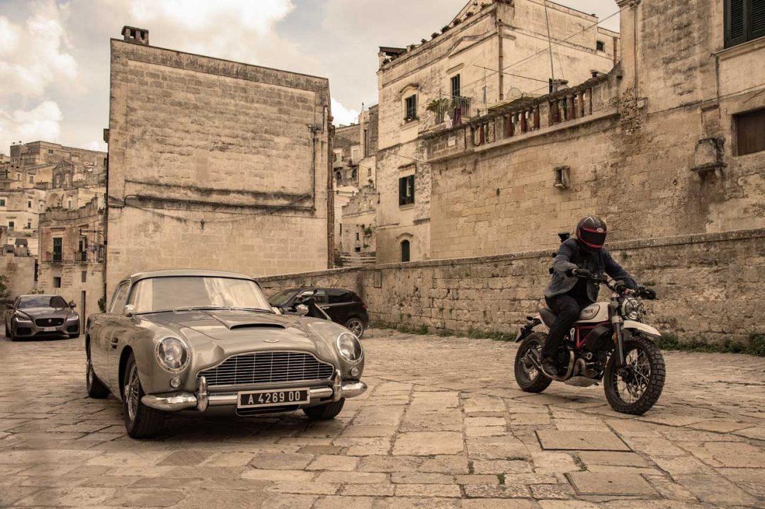 L'iconica Aston Martin DB5 e le scene a Matera