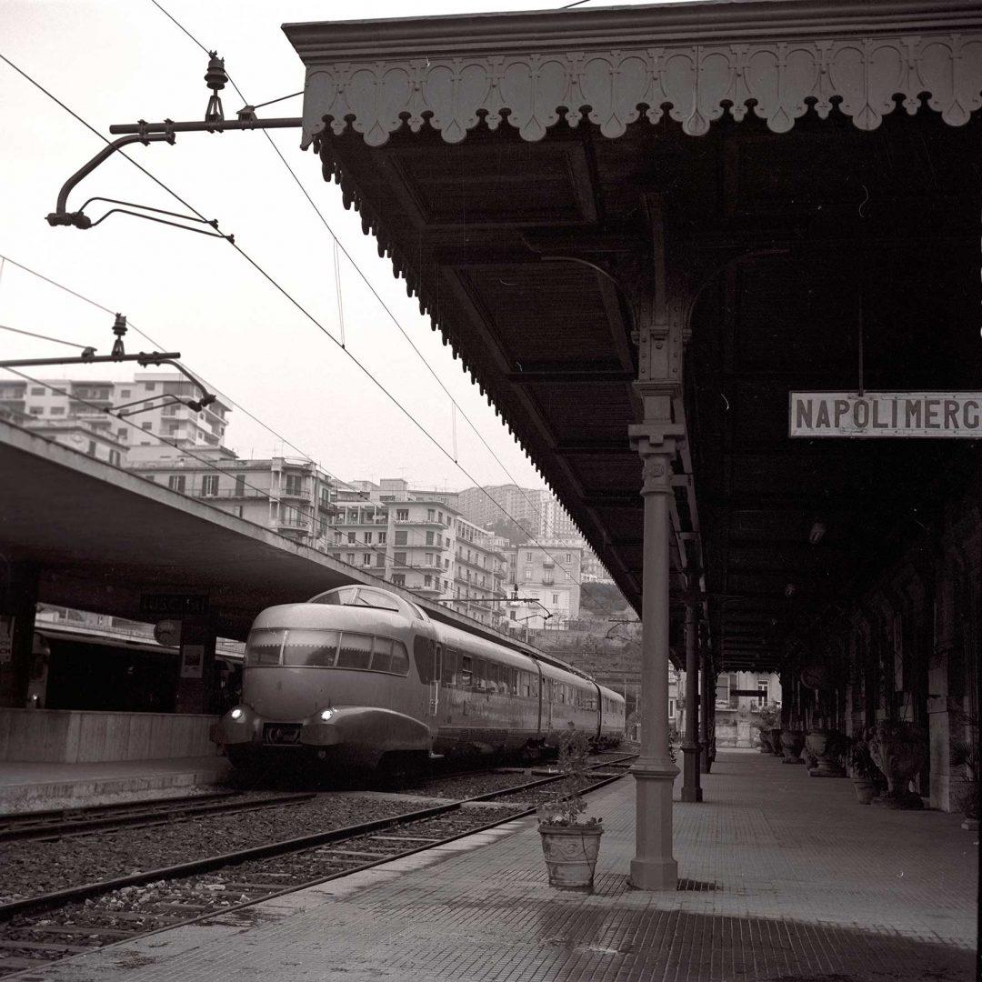 Treno Arlecchino, il mito degli anni 60 ritorna sui binari. E si può prenotare
