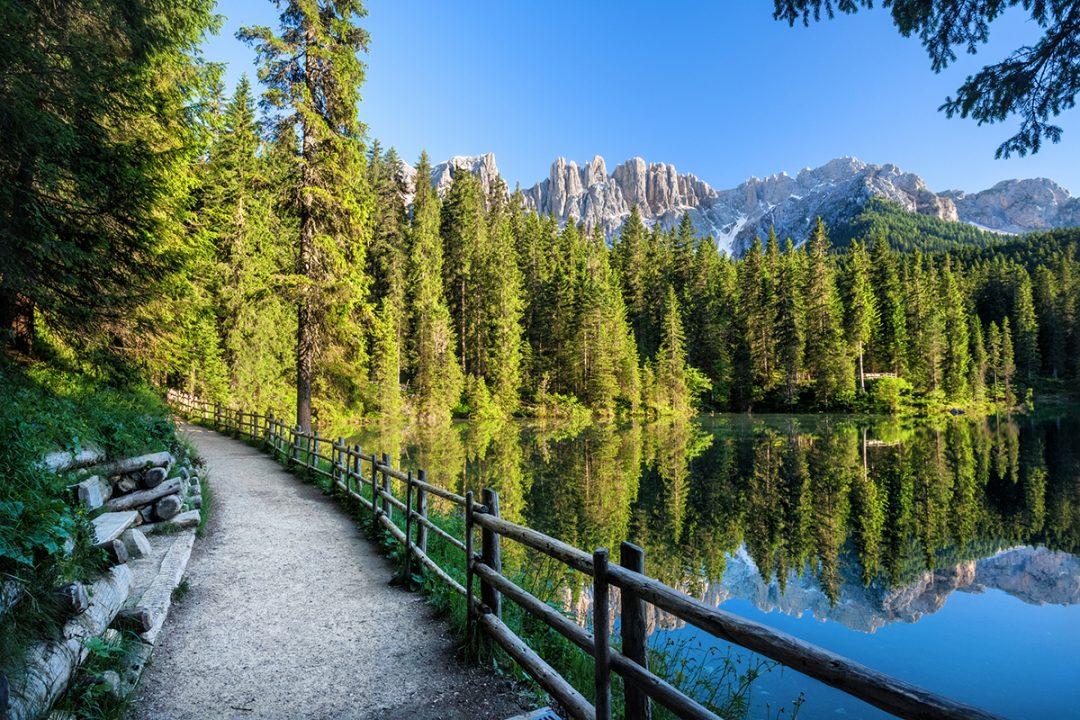 Lago di Carezza, le passeggiate e i sentieri
