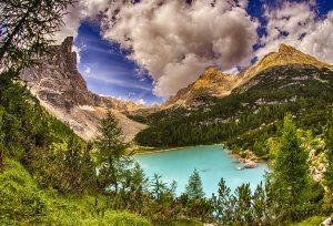Lago di Sorapis, i percorsi per arrivare alla perla delle Dolomiti